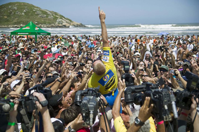 Mick Fanning celebrates with the Brazilian fans in 2007. Pierre Tostee/ASP